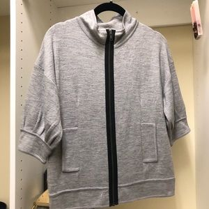 BCBG gently worn short sleeve sweater szS